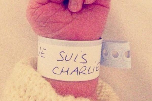 """Un nouveau-né porte le slogan """"Je suis Charlie"""""""