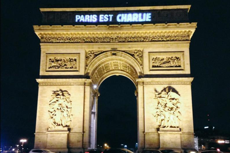 L'Arc-de-Triomphe illuminé pour Charlie Hebdo