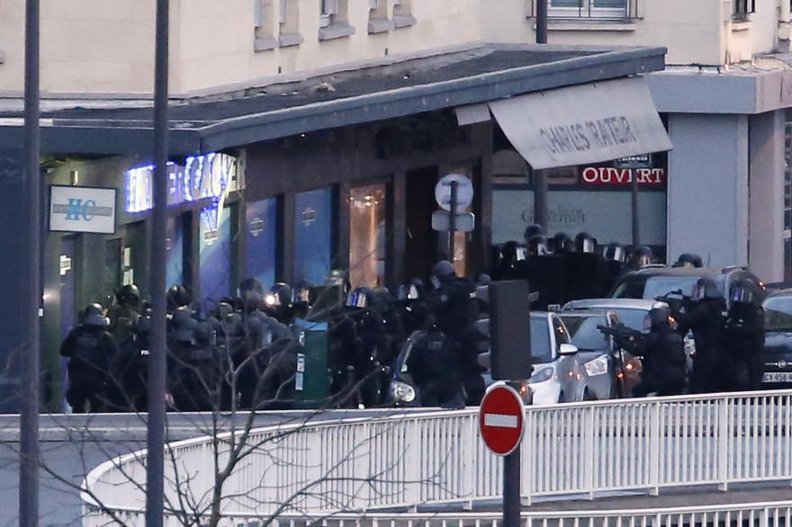 Les forces d'élites lancent l'assaut à la porte de Vincennes
