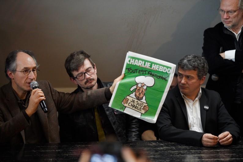 """Le numéro """"des survivants"""" de """"Charlie Hebdo"""" a été réalisé dans les locaux de """"Libération"""""""
