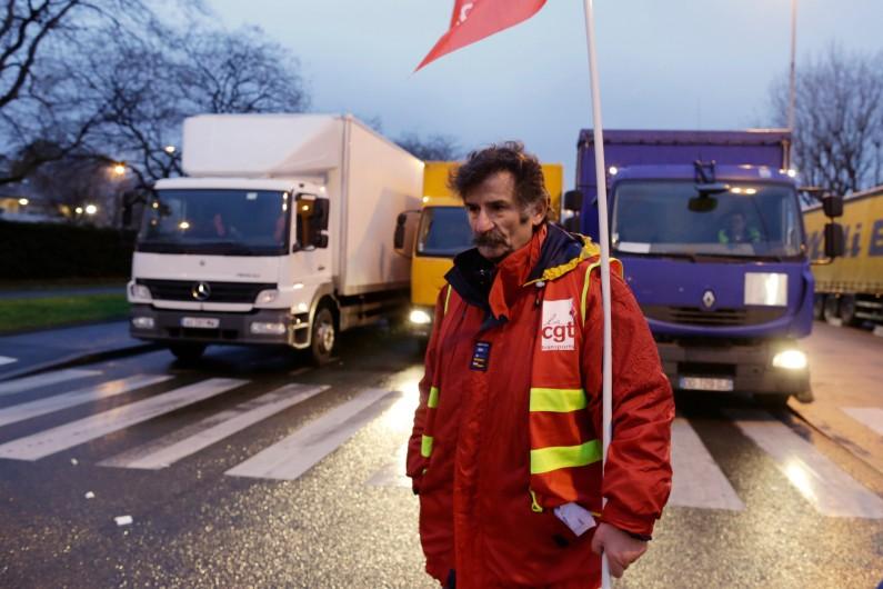 Un routier lors d'un barrage à Genenvilliers, le 19 janvier 2015.