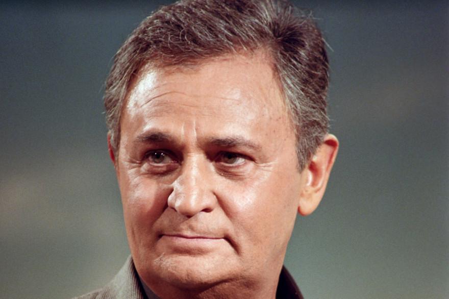 """Roger Hanin dans l'émission """"Champs Élysées"""" en 1990"""