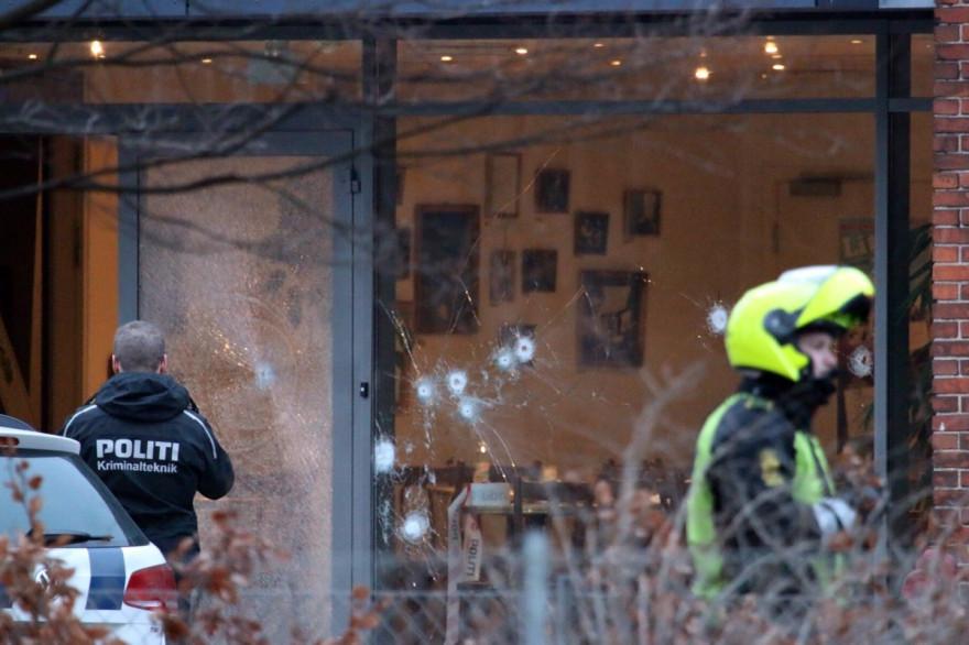 Des tirs ont eu lieu à Copenhague lors d'un débat sur l'islam en présence de l'ambassadeur de France et du caricaturiste Lars Vilk