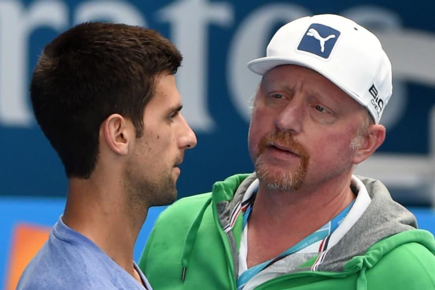 Depuis décembre 2013, l'ancien N.1 mondial allemand Boris Becker entraîne Noval Djokovic (ici le 31 janvier 2015 à l'Open d'Australie, remporté par Novak Djokovic)