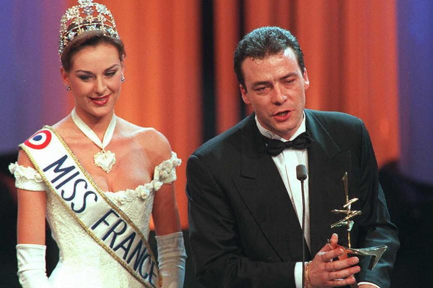 """Pascal Brunner, en 1997 au moment de recevoir son 7 d'Or du meilleur animateur pour """"Fa si la chanter"""""""