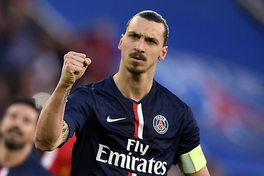 Zlatan Ibrahimovic célèbre un but face à Lens, au Parc des Princes, le 7 march 2015 (archives).