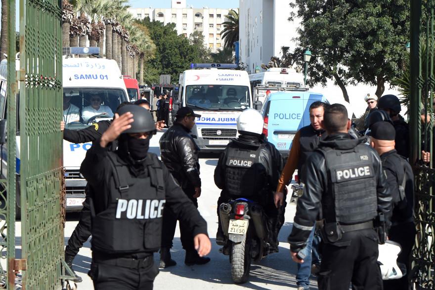 Les forces de police tunisiennes mobilisées après l'attaque du musée Bardo à Tunis, le 18 mars 2015.