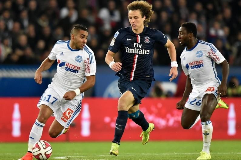 Le défenseur parisien David Luiz devant les Marseillais Dimitri Payet et Franck Dja Djédjé