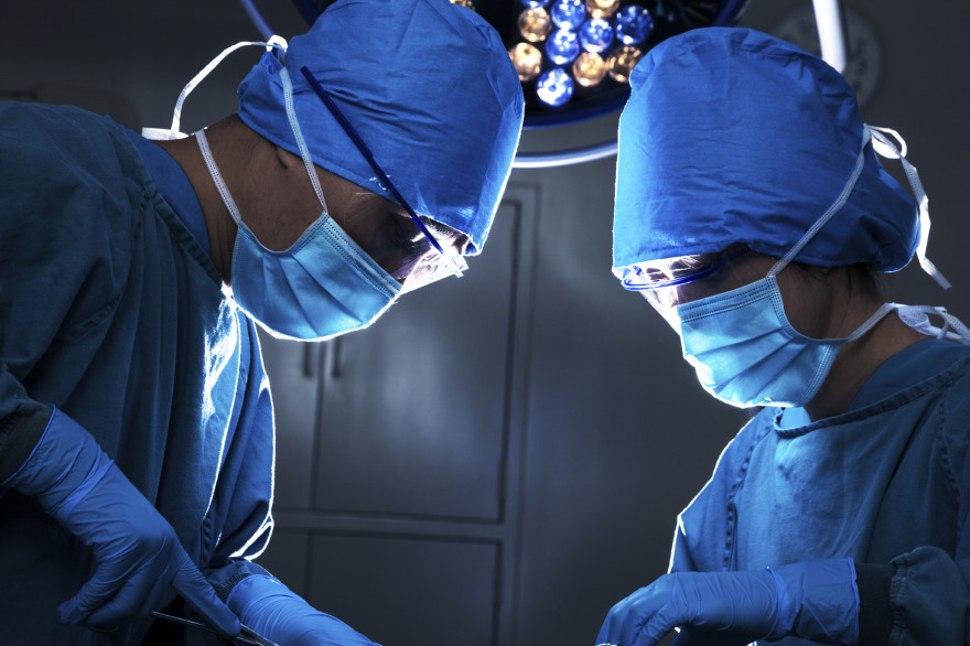 Des chirurgiens (image d'illustration)