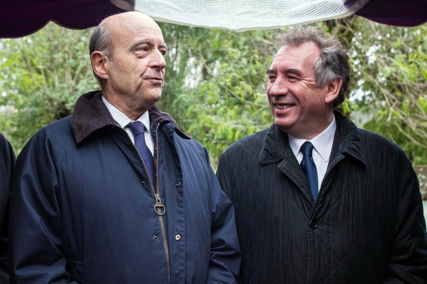 Alain Juppé et François Bayrou le 10 novembre 2013 à  Saint-Léon-sur-Vézère (archives).