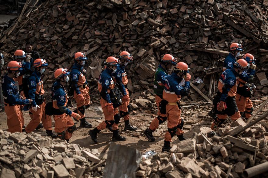 Des secours japonais à Katmandou, au Népal, en avril 2015