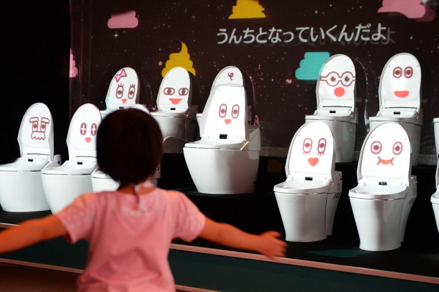 Un exposition de toilettes, au Musée national des sciences émergentes de Tokyo