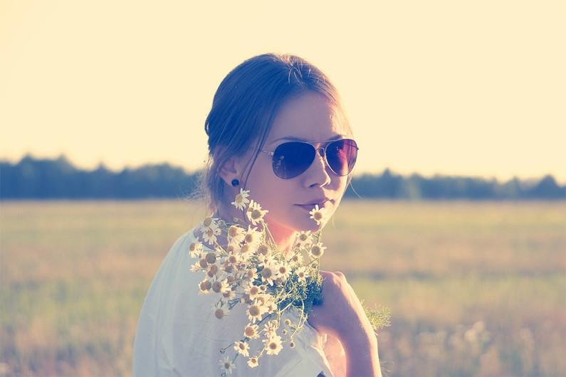 Privilégiez aussi une large monture qui protège aussi le contour des yeux.