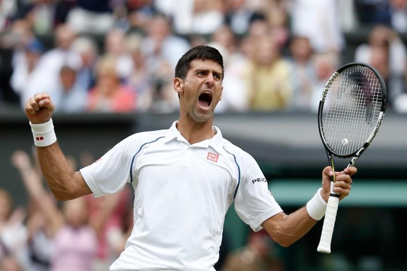 Novak Djokovic célébrant sa victoire sur Roger Federer en finale de Wimbledon, le 12 juillet 2015
