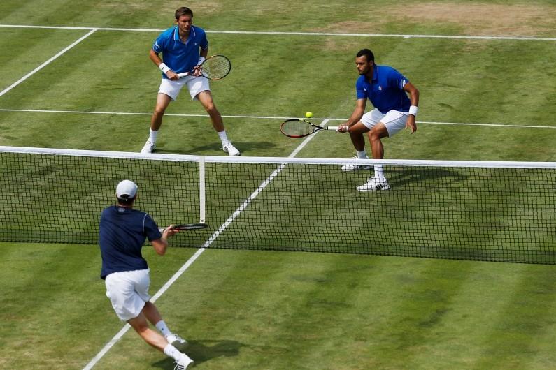 Jo-Wilfried Tsonga et Nicolas Mahut face aux frères Murray en Coupe Davis, au Queen's le 18 juillet 2015