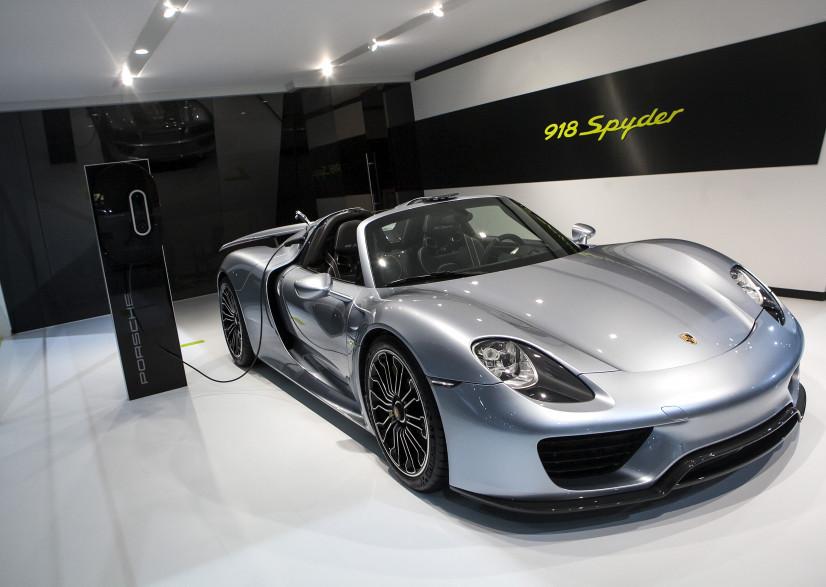 Une Porsche 918 Spyder au salon de l'automobile de New York le 17 avril 2014.