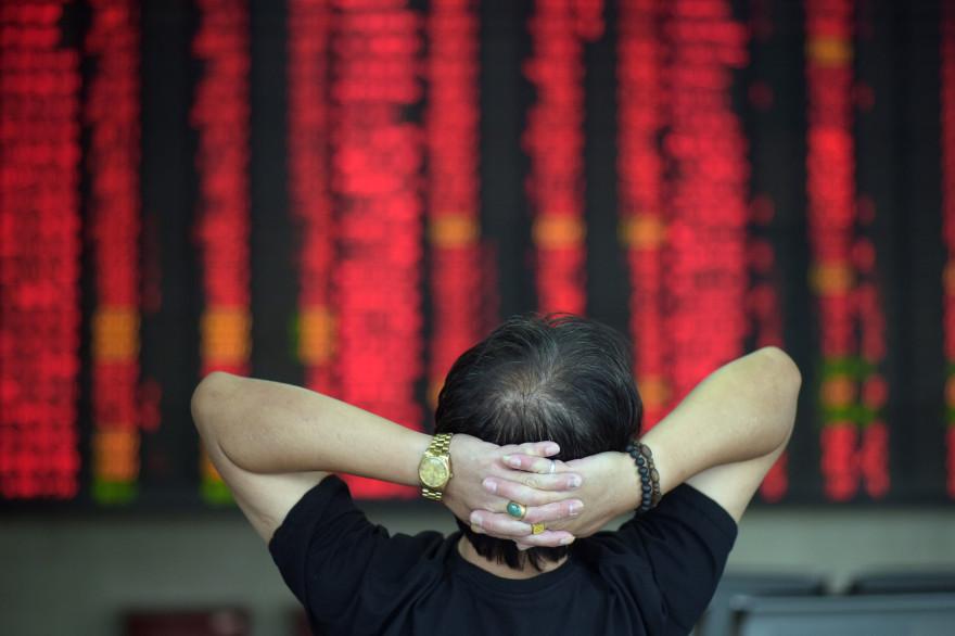 Un investisseur à la bourse de Shanghai en juillet 2015