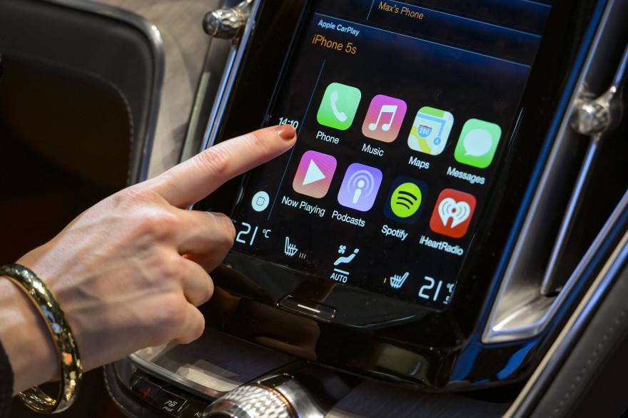 Apple CarPlay permet de récupérer le contenu et les services de l'iPhone sur le tableau de bord du véhicule