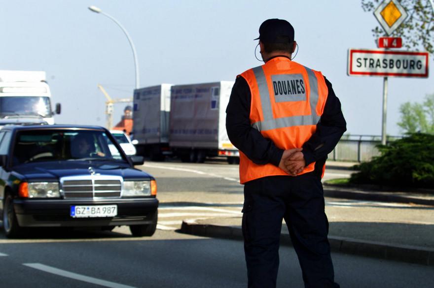 Un douanier à la frontière franco-allemande (image d'illustration)