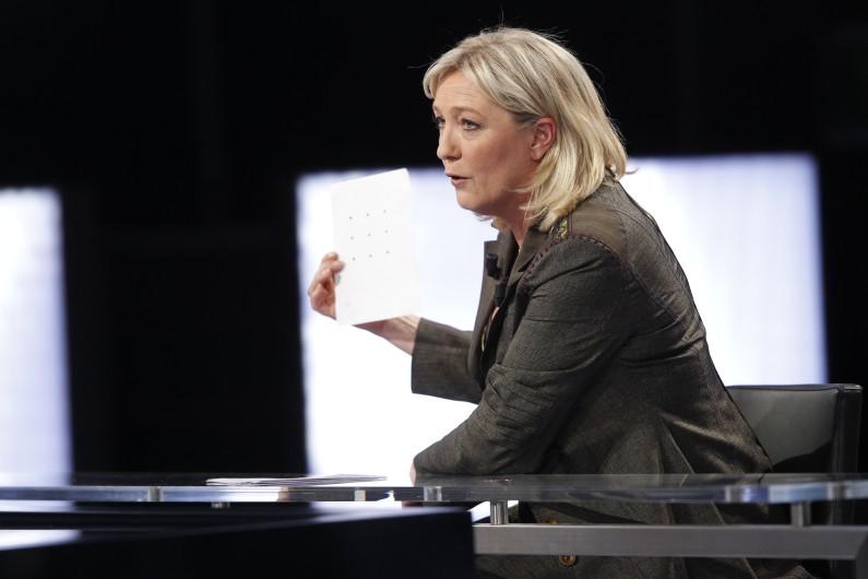 """Marine le Pen invitée sur le plateau de """"Des paroles et des actes"""" en avril 2012."""