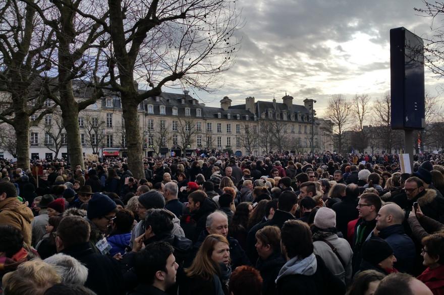 Un rassemblement à Caen au lendemain des attentats de Charlie Hebdo