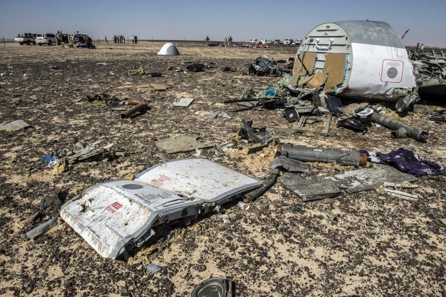 Les débris de l'Airbus A321 russe qui s'est crashé le 31 octobre dans le Sinaï, (le 1er novembre 2015).