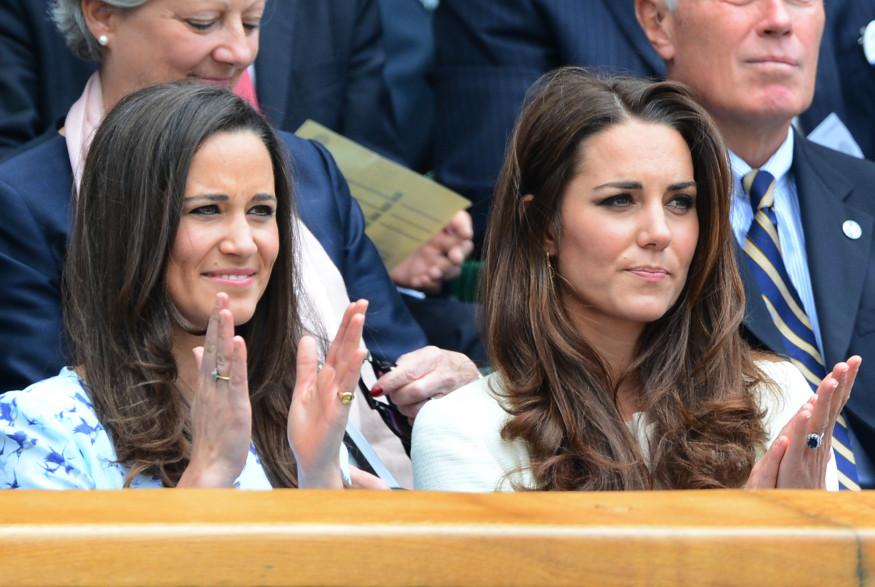 Kate et Pippa Middleton lors du tournoi de Wimbledon en juillet 2012