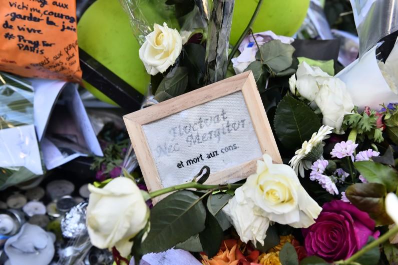 Les premiers enterrements des victimes des attentats ont débuté un peu partout en France