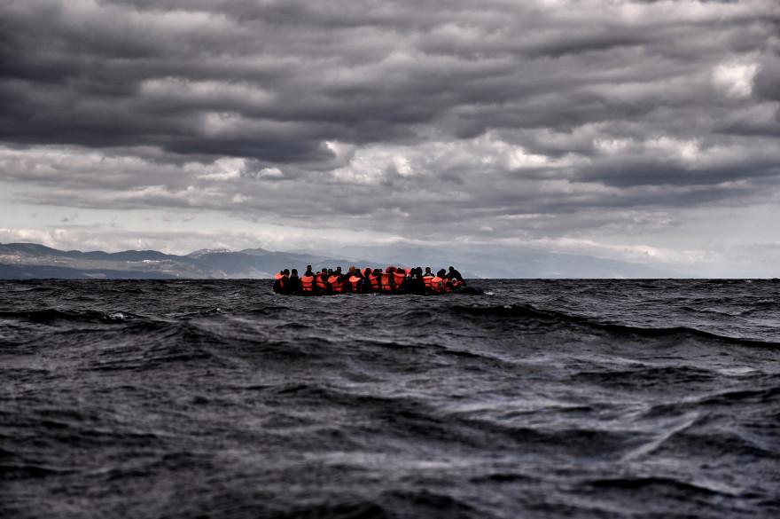 Des réfugiés secourus en pleine mer Égée.