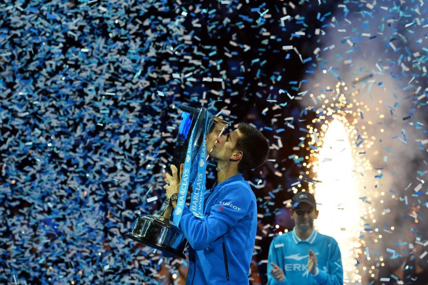 Novak Djokovic a remporté le Masters de Londres 2015 contre Roger Federer. Et il a remporté 11 titres, dont 3 Grand Chelem. Une saison record.