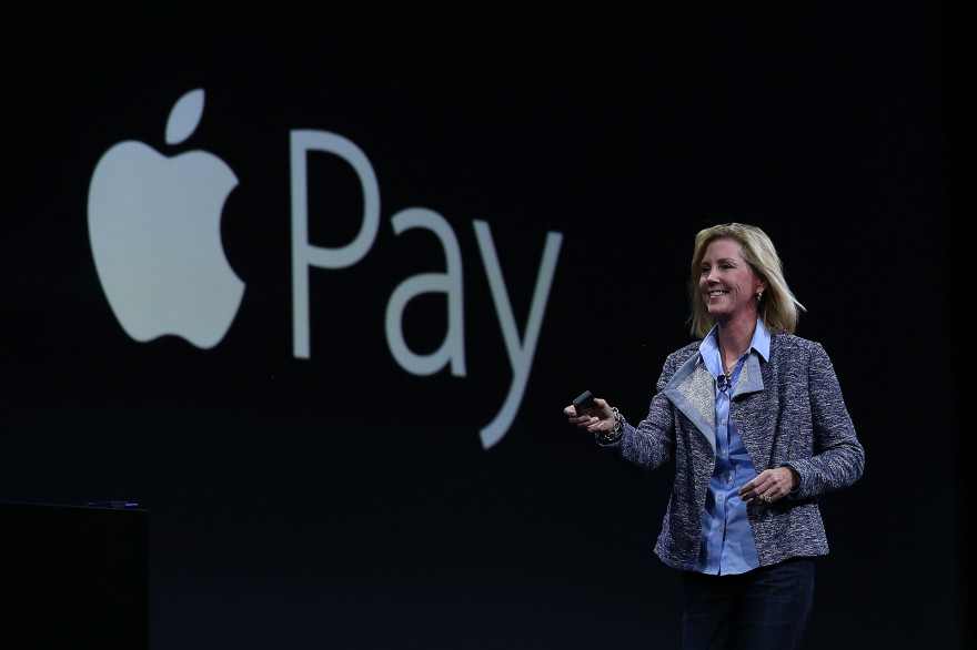 Jennifer Bailey, responsable du programme Apple Pay, lors de la WWDC Apple le 8 juin 2015 à San Francisco.