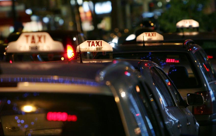 Des taxis parisiens (illustration)