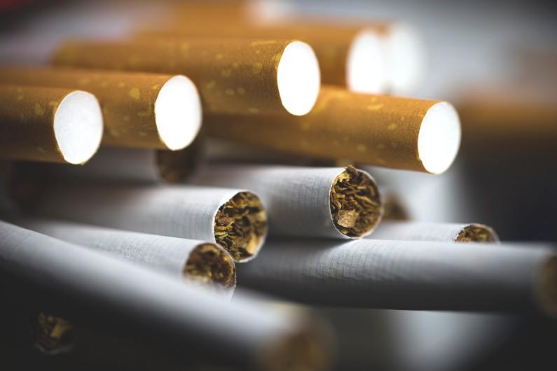 411 cartons de cigarettes ont été dérobés lors du braquage d'un camion de livraison à Vénissieux