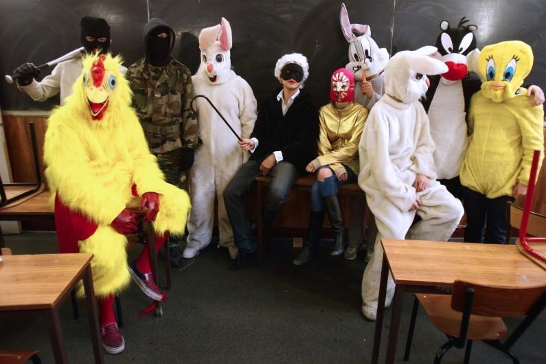 Des personnes déguisées pour Mardi Gras