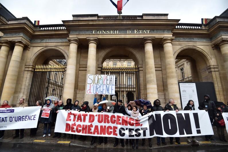 La Ligue des droits de l'Homme avait saisi le Conseil constitutionnel pour contester la prorogation de l'État d'urgence.