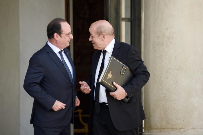 François Hollande veut que Jean-Yves Le Drian déménage du 7e arrondissement de Paris pour s'installer dans le 15e.
