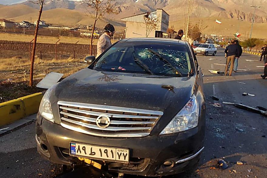 La voiture endommagée du scientifique nucléaire iranien Mohsen Fakhrizadeh après avoir été attaquée près de la capitale Téhéran, le 27 novembre 2020.