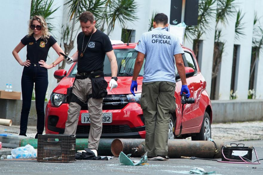 Les forces de l'ordre sur la scène du braquage d'un banque, survenue à Criciuma au sud du Brésil le 1er décembre.