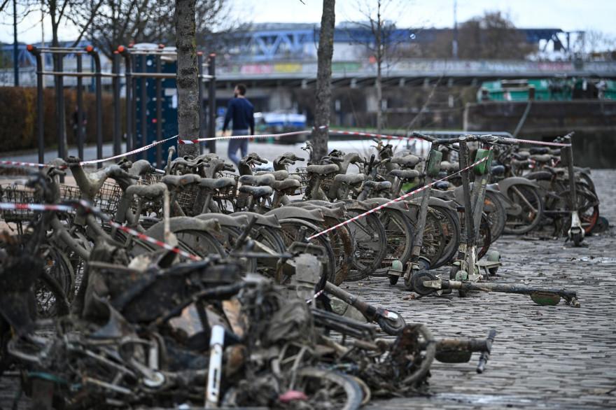52 Vélib' ont été repêchés du Canal de l'Ourcq en Seine-Saint-Denis.