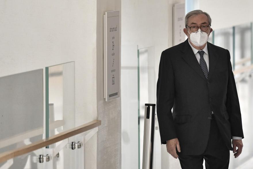Gilbert Azibert arrive au Palais de Justice de Paris le 30 novembre 2020
