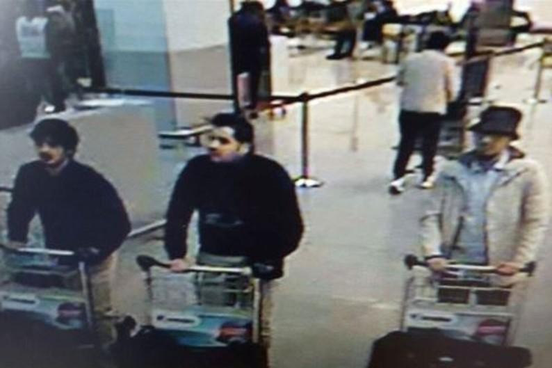 La photo des trois auteurs présumés de l'attentat contre l'aéroport de Bruxelles-Zaventem, le mardi 22 mars 2016