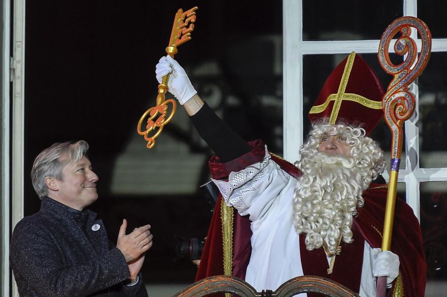 Saint-Nicolas reçoit les clefs de la ville de Nancy sur le balcon de l'hôtel de Ville en 2018
