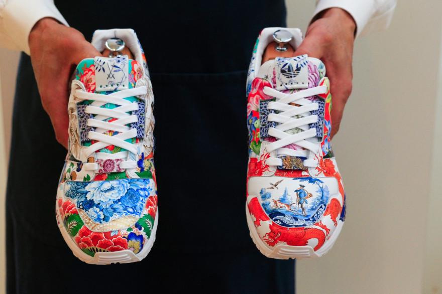 Cette paire de baskets unique conçue par l'équipementier Adidas pourrait être vendue un million de dollars