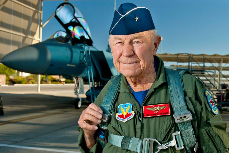 Chuck Yeager, ici en 2012, est le premier pilote à avoir passé le mur du son