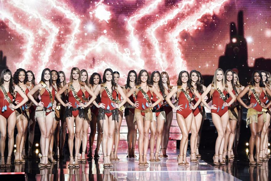Les Miss pendant la grande finale en décembre 2019