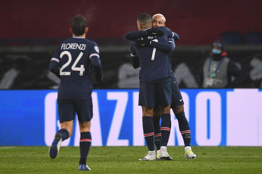 Alessandro Florenzi, Kylian Mbappé et Neymar au Parc des Princes le 9 décembre 2020.