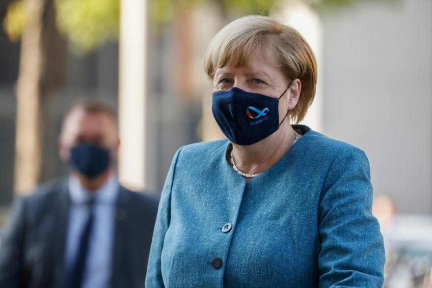 Angela Merkel sait qu'elle doit aider ses partenaires commerciaux européens dans l'intérêt économique de son pays.