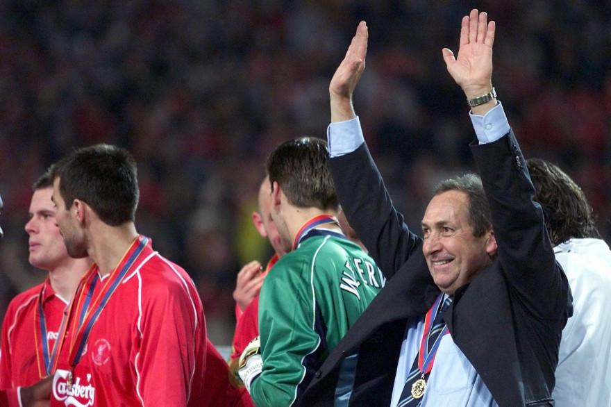 Gérard Houllier, après avoir remporté la Ligue Europa avec Liverpool en 2001