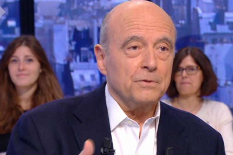 Alain Juppé sur le plateau du Supplément de Canal+