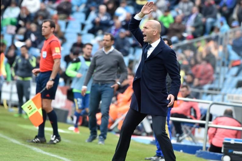 Zinédine Zidane sur le banc du Real Madrid